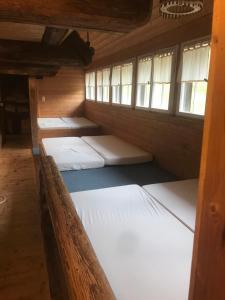Ein Etagenbett oder Etagenbetten in einem Zimmer der Unterkunft Stollenbacher Hütte