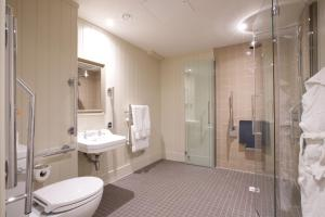 A bathroom at White Horse Hotel