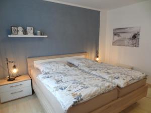 A bed or beds in a room at Ferienwohnung Sendelbeck