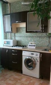 A kitchen or kitchenette at Квартира на Московском шоссе, 35