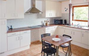 A kitchen or kitchenette at Awesome home in Pierrerue w/ WiFi, 3 Bedrooms and Outdoor swimming pool