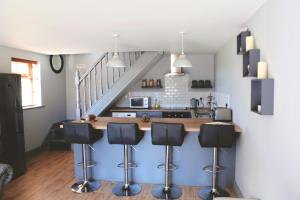 A kitchen or kitchenette at Dolmen Cottage