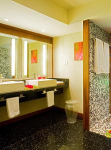 A bathroom at Sofitel Kia Ora Moorea Beach Resort