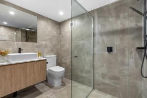 A bathroom at Horizons Holiday Apartments