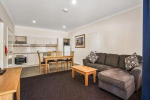 A seating area at Karratha Central Apartments