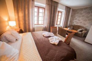 Postel nebo postele na pokoji v ubytování Penzion Pod Zamkem
