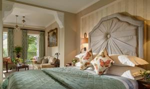 A bed or beds in a room at Park Hotel Kenmare