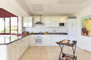 Una cocina o zona de cocina en Villas Tauro Golf