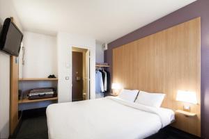 Un ou plusieurs lits dans un hébergement de l'établissement B&B Maubeuge-Louvroil