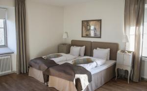 Säng eller sängar i ett rum på Rosersbergs Slottshotell