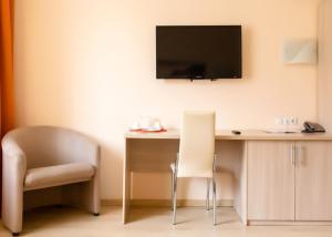 Телевизор и/или развлекательный центр в Парк Отель Алмаз