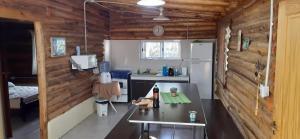 Una cocina o kitchenette en Cabaña Trapiche San Luis