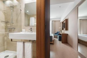 A bathroom at Exe Saldanha