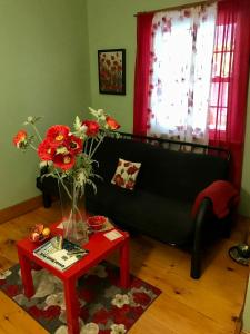 A seating area at Yellow Door Bed and Breakfast