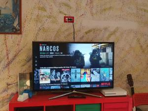 A television and/or entertainment center at Hostel Mancini Naples