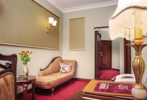Зона вітальні в Staro Hotel