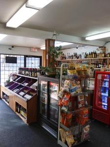 Супермаркет или другие магазины в мотеле или поблизости