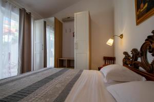 A bed or beds in a room at Villa Lantina