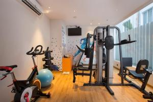 The fitness centre and/or fitness facilities at Fountain Tree by TGI