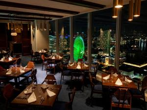 A restaurant or other place to eat at APA Hotel & Resort Yokohama Bay Tower