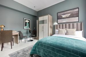 A bed or beds in a room at Sonder — Mountjoy Square