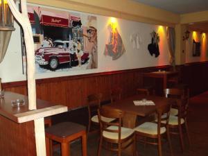 Ein Restaurant oder anderes Speiselokal in der Unterkunft Gasthaus Vogelgarten