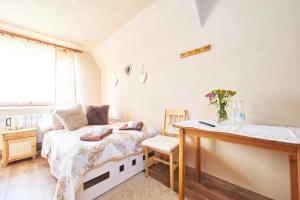 Łóżko lub łóżka w pokoju w obiekcie U Stasi