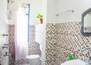 A bathroom at Ashraya - Boutique Homestay