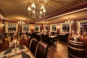 A restaurant or other place to eat at Dubrovnik Hotel-Restaurant