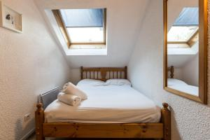 A bed or beds in a room at Apartment Jonquille 3