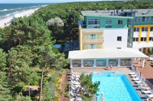 Widok na basen w obiekcie Hotel Bryza Resort & Spa lub jego pobliżu