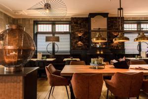 Ein Restaurant oder anderes Speiselokal in der Unterkunft Hotel Restaurant de Jong