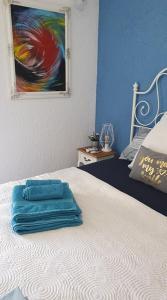 Cama ou camas em um quarto em Waves apartment near airport