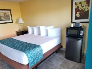 A bed or beds in a room at Shining Light Inn & Suites