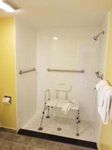 A bathroom at Shining Light Inn & Suites