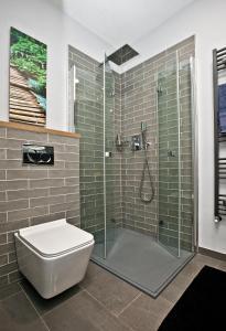 Een badkamer bij Close to city centre - Hillside apartment 11