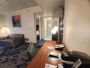 A television and/or entertainment centre at Fairfield Inn & Suites By Marriott New York Brooklyn