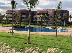 The swimming pool at or near bel appartement F2 au golf de Montgomery