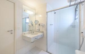 A bathroom at Mercure Sao Paulo Alamedas