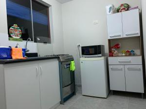 A kitchen or kitchenette at Home near Pimentel beach with parking