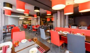A restaurant or other place to eat at Ibis Kaliningrad Center