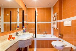 A bathroom at Hotel Tivoli
