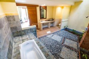 Ein Badezimmer in der Unterkunft Umasari Rice Terrace Villa