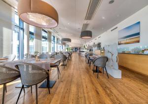 Ein Restaurant oder anderes Speiselokal in der Unterkunft Aquatis Hotel 3* Superior