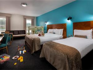 A bed or beds in a room at Treacy's Hotel Spa & Leisure Club Waterford