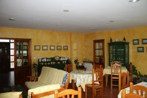 Un restaurante o sitio para comer en El Aposento De Babia