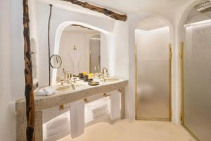 A bathroom at Cala Di Volpe, a Luxury Collection Hotel