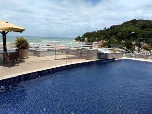 A piscina localizada em Pipa's Bay Apartamentos ou nos arredores