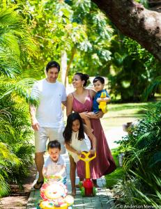 A family staying at Porto Zarpa Hotel