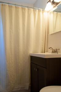 A bathroom at Beach Place Guesthouses